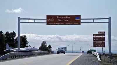 Hallan restos flotando en zona donde desapareció avión militar chileno