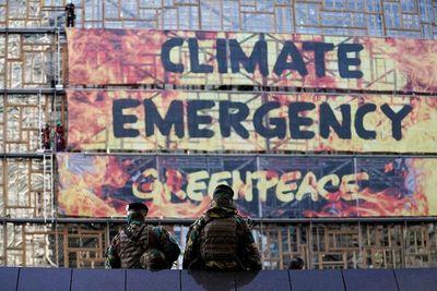 """Greenpeace alerta de la """"emergencia climática"""" antes de una cumbre europea"""