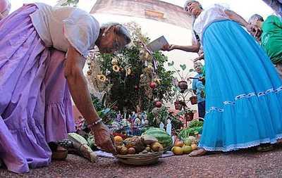 Entre pesebres y villancicos adultos mayores esperan visita de la sociedad  en esta Navidad
