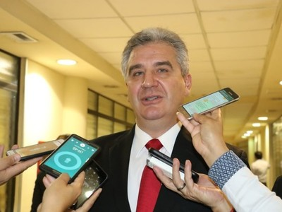 Bacchetta responde a Pereira que criticó presencia del FBI: 'es totalmente irrelevante lo que dice'