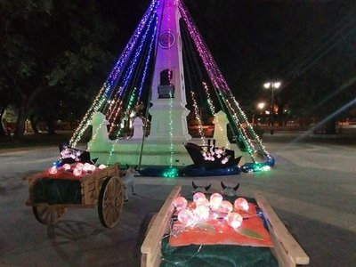 Cultura pide desmontar árbol navideño de monumento histórico