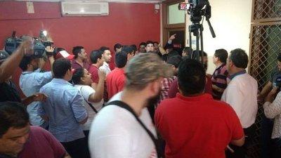 Jóvenes toman Junta de Gobierno en rechazo a nueva fecha de elecciones juveniles
