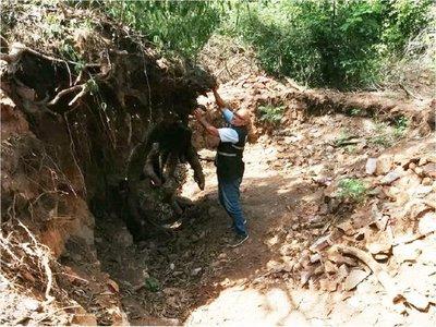 Mades interviene en trabajos de extracción de piedras en el Cerro Roké