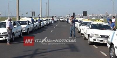 TAXISTAS DENUNCIAN INACCIÓN DE AUTORIDADES EN CASO MUV Y UBER