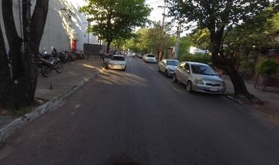 Mujer es víctima de robo de camioneta en lujoso barrio de Asunción
