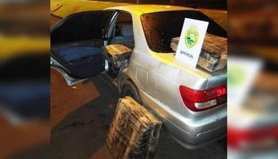VEHÍCULO PARAGUAYO CAE CON CASI 400KG DE MARIHUANA EN ORILLAS DEL RÍO