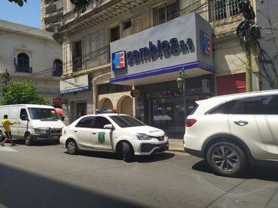 Allanan casas de cambio en Asunción y Ciudad del Este