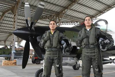 Fuerza Aérea de Ecuador gradua a sus dos primeras mujeres pilotos de combate