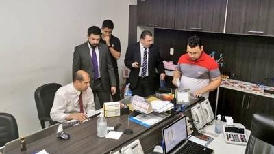 HOY / Allanan casas de cambios en  busca de evidencias en el  caso Darío Messer