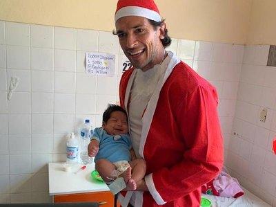 El Tetracampeón llevó la navidad a niños internados