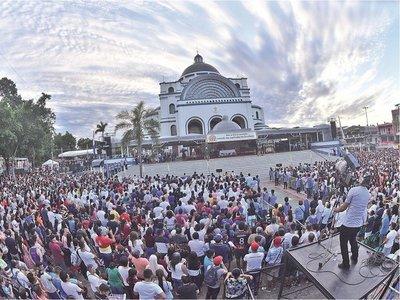 "Obispo de Caacupé: ""La gente no vino aquí de balde o por turismo"""