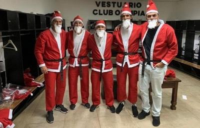 Jugadores del Olimpia se disfrazaron de Papá Noel