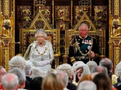 Reina Isabel II busca encargado de redes sociales