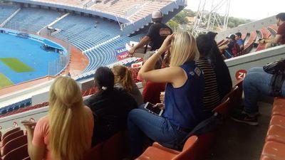 Internas visitan la Nueva Olla para ver partido de fútbol