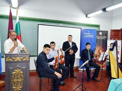 """Crean club de """"Revista Huellas Paraguay"""""""