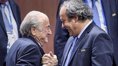 La FIFA demanda a Blatter y a Platini