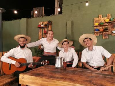 Ariel Cáceres y Sangre Latina se presentan en Manzana Abierta