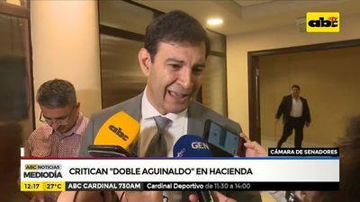 """Critican """"doble aguinaldo"""" en Hacienda"""