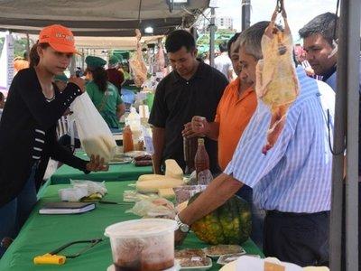Productos frescos se ofertan en Costanera