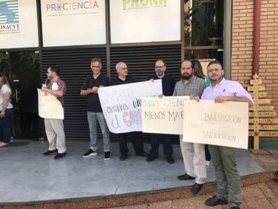 CIENTÍFICOS EXIGEN QUE UN INVESTIGADOR PRESIDA EL CONACYT