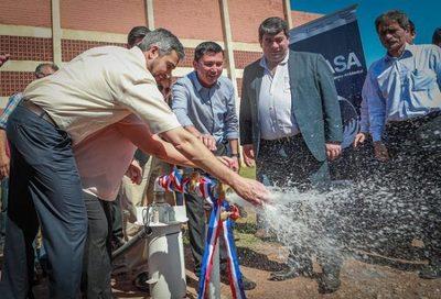 Pobladores de Itapé reciben viviendas, sistema de agua potable y aportes