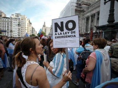 """Plan de """"emergencia"""" contra crisis argentina avanza pero entre críticas"""