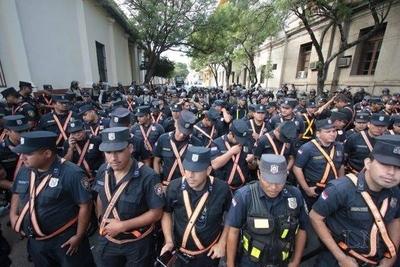 HOY / Policías están molestos por no percibir dinero extra como las demás instituciones