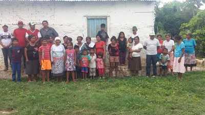 Nativos siguen esperando asistencia, mientras aguantan «con pescados y mangos»