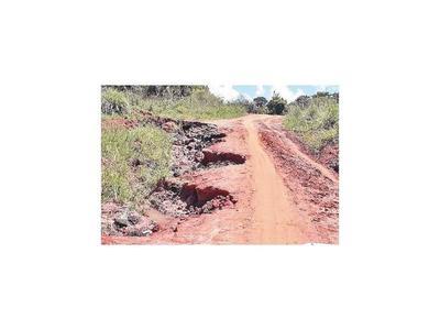 Últimas lluvias dejan caminos destrozados en Curuguaty