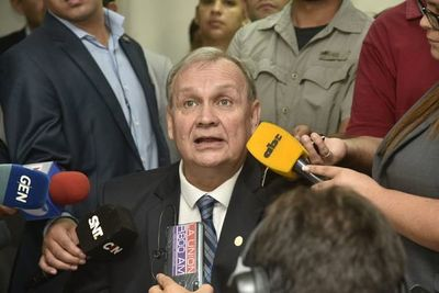 Mario Ferreiro renuncia a la intendencia de Asunción