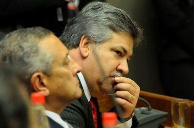 """Primera medida de intendente interino debe ser """"cancelar el contrato con los panameños"""""""