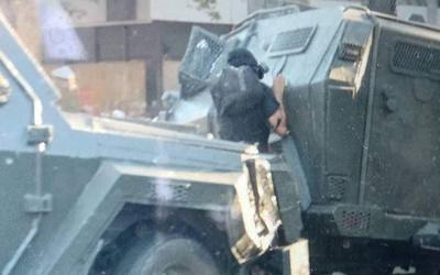 Tanqueta de la Policía chilena atropella a un manifestante en Santiago