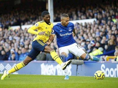 Everton y Arsenal empatan a la espera de sus nuevos entrenadores