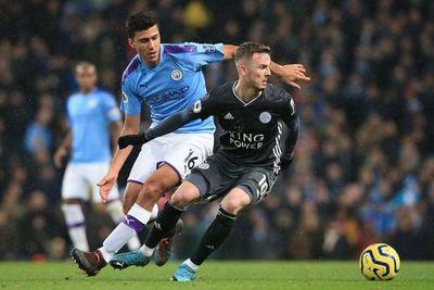 El City reacciona, remonta y amenaza al Leicester