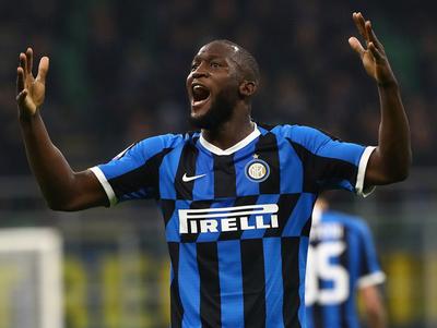 Inter aplasta a Genoa para ser puntero del Calcio