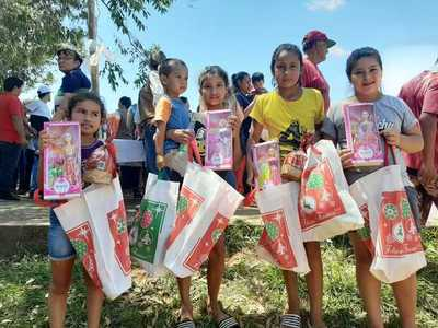 """Campaña """"Regalo de Amor"""" llegó a 2.000 niños y niñas de Caazapá"""
