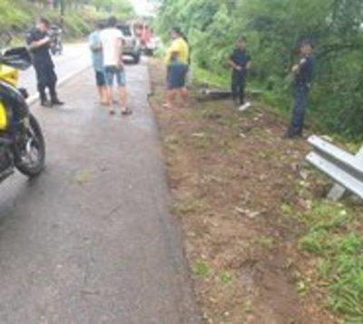 Camioneta cayó a precipicio en cerro Caacupé