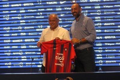 Cerro anunció 'limpieza' y contratación de 'especialistas'