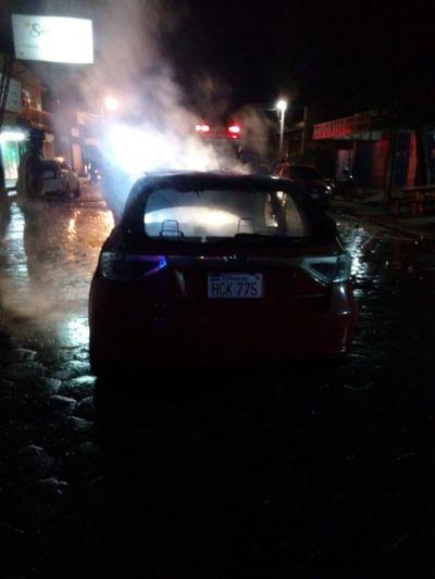 Subaru chocó por  recolector y se incendió