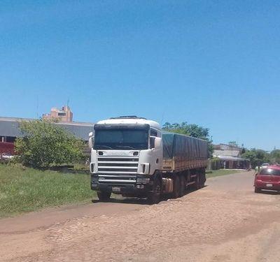 En Carapeguá, chofer abandona camión pero desaparece  carga valuada en US$ 25.000
