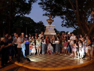 José Carlos inauguró busto del procer Fulgencio Yegros en barrio Guaraní