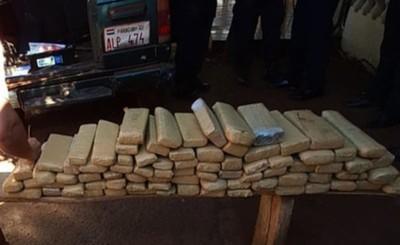 Menor es detenido al ser descubierto con 120 panes de marihuana