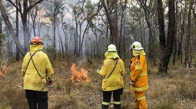 Bomberos pasan Navidad combatiendo incendios forestales en Australia