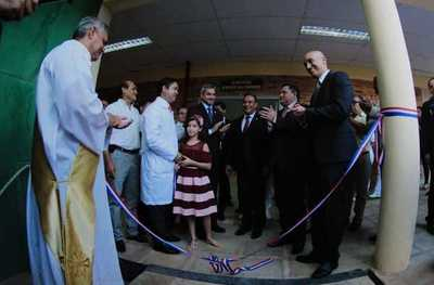 Abdo inaugura nuevo pabellón quirúrgico en Luque