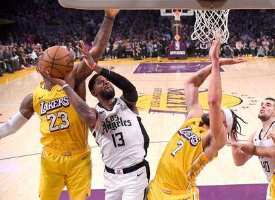 Pierden los líderes Bucks y Lakers