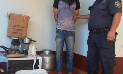 Detienen a hombre que robó varios objetos de una USF