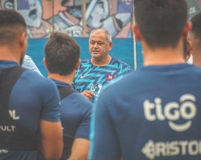 Cerro comenzó las actividades y 'Chiqui' fue presentado al plantel