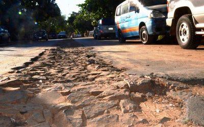 Calle destrozada en Julio Correa •