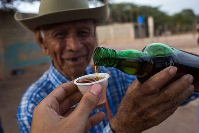 De whisky a cocuy, la crisis cambia el brindis de los venezolanos