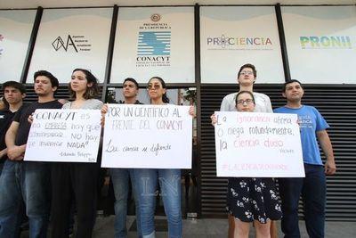 Jóvenes piden destitución de Felippo y advierten a Abdo que saben organizarse